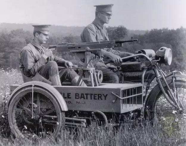 摩托车被誉为交通界的活化石,第一辆汽油摩托车发明于1885年的德国人