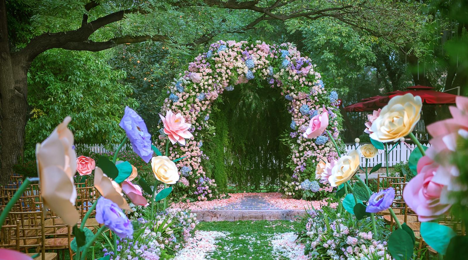 爱丽丝梦游仙境茶会_《爱丽丝梦游仙境》:在童话中行走