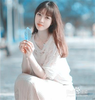 秋季清凉的女生中长发发型,微分的齐刘海凸型甜美气息,淡棕色的中图片