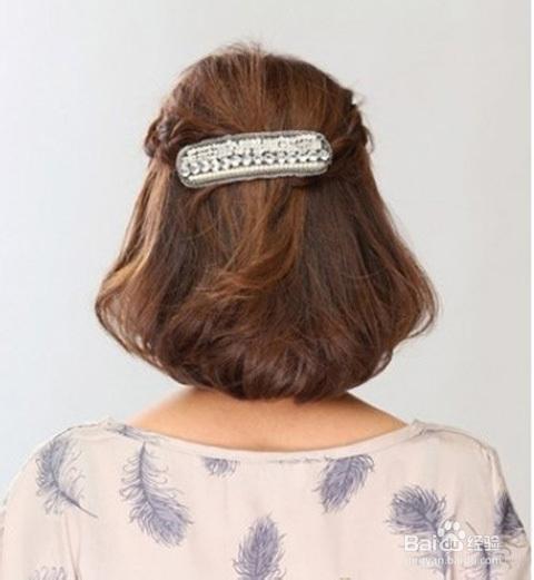 侧面完成图:这款发型从侧面看,后脑勺的蓬松感营造完美的头型,编发图片