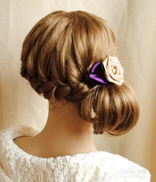 玫瑰花蝴蝶结发饰,编发扎发点缀发型,无时不刻不在发放时尚的光彩图片