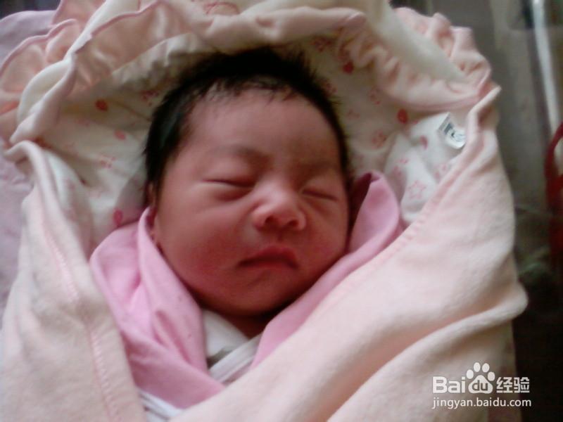 刚出生的宝宝囹�a_为刚出生的宝宝丑丑的?
