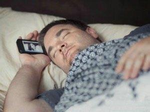 手机观看人体_怎么减少手机辐射对人体健康的危害