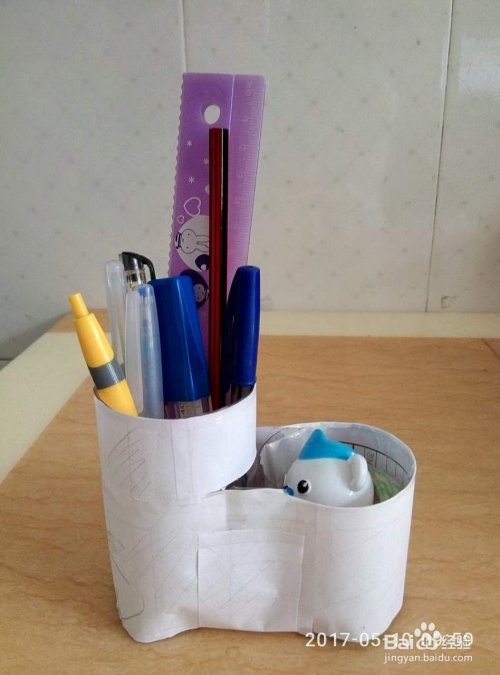 如何用塑料瓶子做笔筒