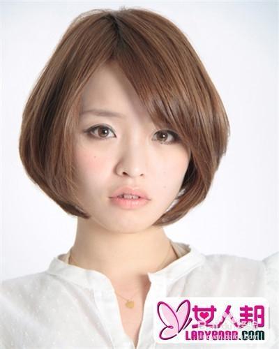 很好的修饰脸型,三七分刘海,盖住了部分额头,改变方形脸,a字形的发型图片