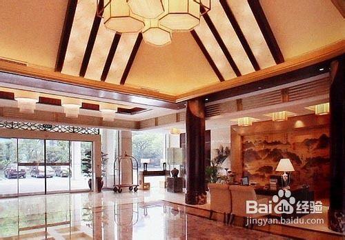 生活/家居 家具装修 > 装修  1 攒尖吊顶,硕大中式吊灯及木色的柱子图片