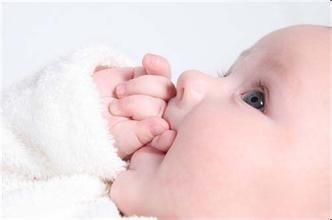 摸妈妈的大奶子_宝宝断奶后喜欢摸妈妈的奶