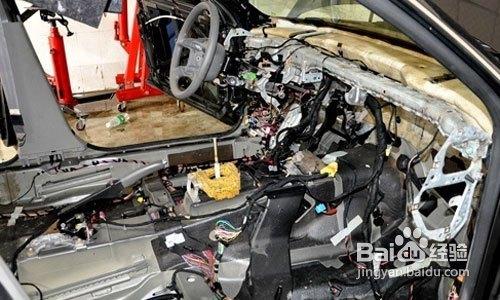 可能发动机等部位的故障都维修好后,涉水车辆的车主还在为霉菌所困