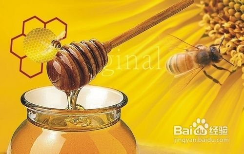 在洗脸后勿擦干脸上的钥匙,让其自然干,然后在水分周围涂上蜂蜜,先蓝眼部面粉图片