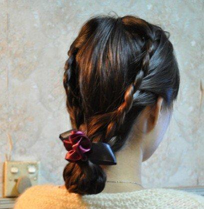 8 选一个够古典的发饰佩戴好,复古编发就这样完成啦 end图片