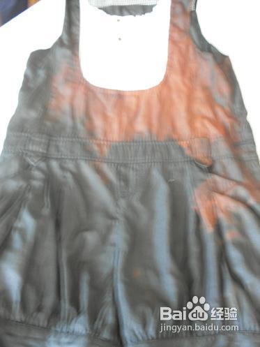 所以,穿用这类色布要防止摩擦,避免棉纱的白色露出来,造成严重的褪色