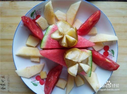 com 今天,就做一道简单的水果拼盘,家里只有苹果,香蕉,西瓜,西红柿图片