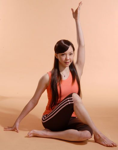 怎样通过牛面式美胸瑜伽促进乳汁分泌图片
