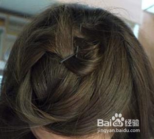 刘海麻花辫纺法步骤 刘海给发型增添滋味图片