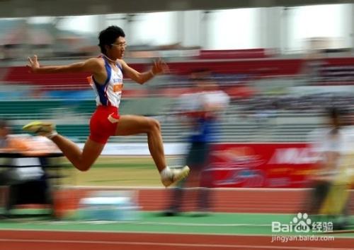 三级跳怎么跳_三级跳快速跳跃练习方法