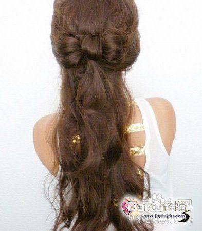 中间的部分则是左右拉,卷发怎么扎好看 公主范蝴蝶结半扎发发型!图片
