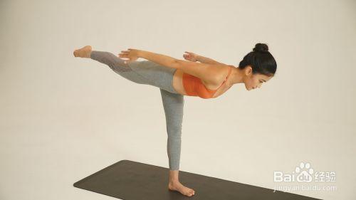 左侧简易天鹅式_瑜伽 · 减压放松图片
