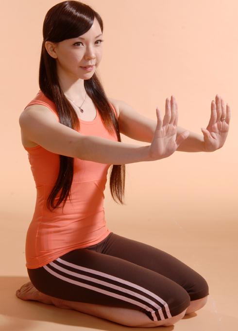 产后4式美胸瑜伽图片
