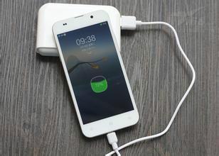 不要等到手机低于百分之二十再冲,也不要整个晚上都给电量充电,这样fmm2017安卓图片