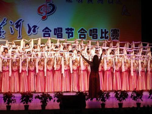 人员的挑选与分声部,歌曲的教唱,合唱队的指挥,合唱队形的编排,朗诵的图片