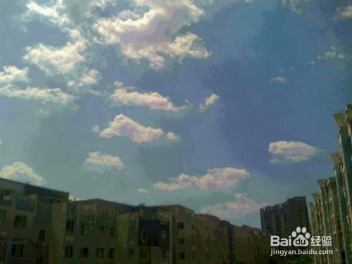 老年人在中午太阳当头怎样抓拍天空中云朵