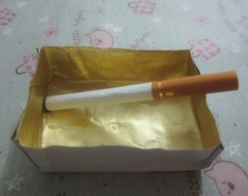 教你用烟盒铂锡纸制作简易烟灰缸图片