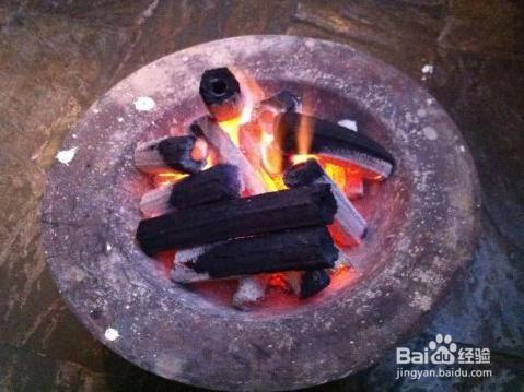 1 对于一些农村家庭来说,冬季用火盆取暖是常见的事了,但使用不当