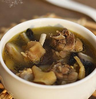 草黑木耳观看高清_香菇木耳草鸡汤的做法