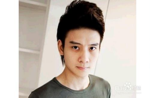 脸圆的男生适合的发型图片