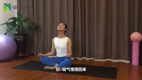 颈部放松式瑜伽体式怎么做?图片