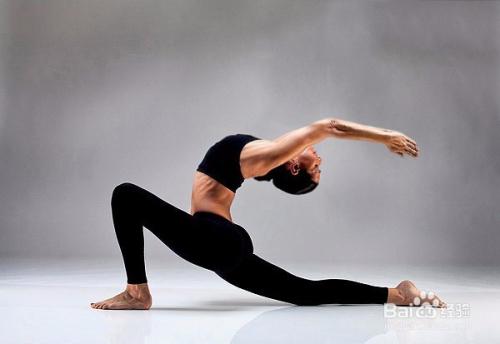 瑜伽体式 新月式详解图片