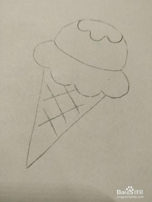 4 然后在下边画两条相交的直线,这是冰淇淋下端的巧克力壳.图片