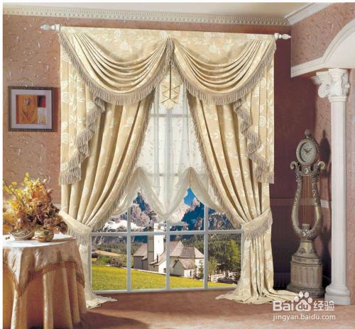 2 中式窗帘:中式窗帘的颜色比较稳重古朴,帘头有特色的拼接,及中图案图片