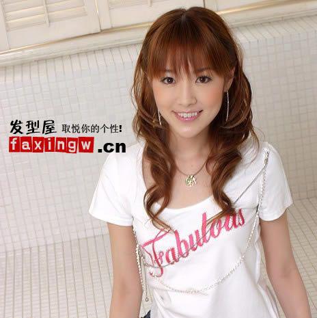 韩国非主流达人风情万种的卷发图片