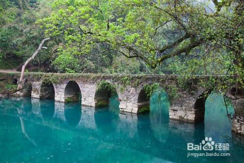大小七孔風景區集山,水,洞,林,湖,瀑,潭,石等多種景觀于一體,猶如一
