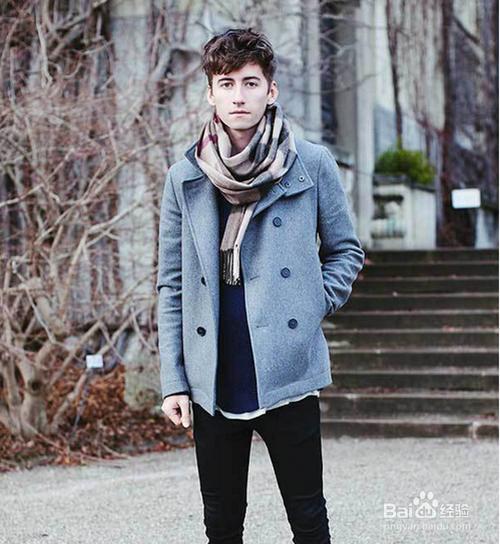 时尚/美容 > 服饰  5 黑色长大衣给人一种神秘与帅气的感觉,内里搭配