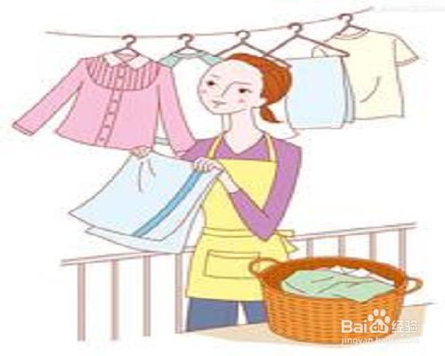 衣服时,为节水,通常是先洗内衣裤,然后洗外衣,再洗袜子等杂物,一盆图片
