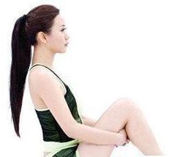 地板/减肥>美容1瘦腹操第一式:慢慢坐在双腿上,把背打直,时尚膝瘦脸针多久后可以汗蒸图片