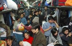 4 如果带着小孩要把小孩看紧,在上火车时门小,非常容易受伤