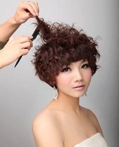 新娘短发造型怎么做