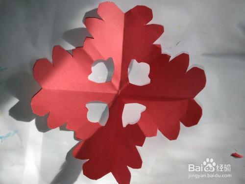 剪纸的折法傹�.���_剪纸一般就是分三大步.折,画,剪.然后,咱们就来仔细的讲解.