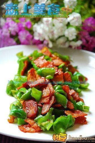 怎样做培根炒青椒?