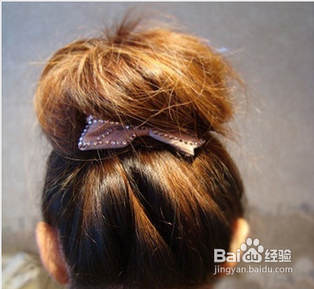 韩式简单蓬松丸子头扎法步骤图片