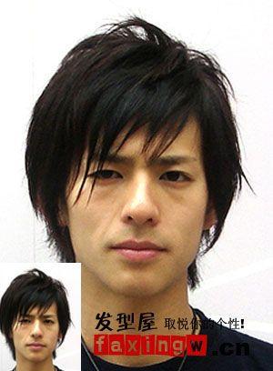 让脸型更加的完美,帅气的长发造型,并不突兀,易打理,喜欢长发的男生图片