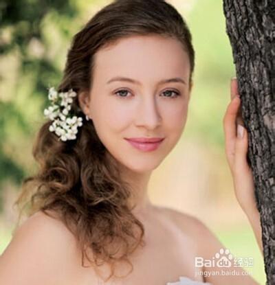 适合户外婚礼的新娘发型图片