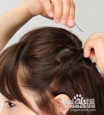 2款中短发发型扎法步骤图解图片