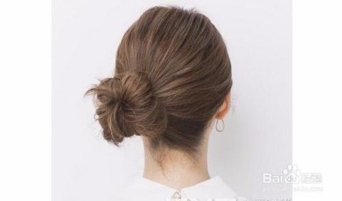 美发  1 中短发丸子头效果图   发型点评:中短发夏季留可能会热,但扎图片