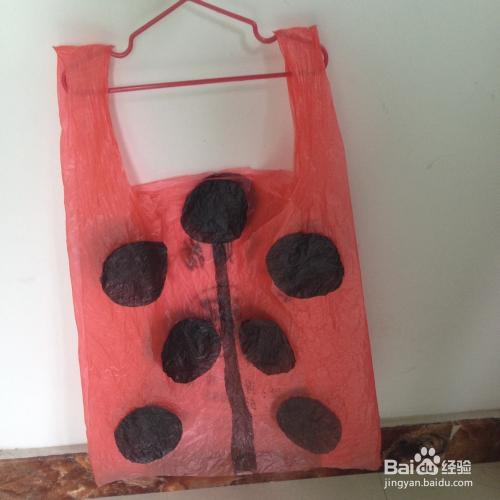 废物利用幼儿园表演区服装制作----瓢虫