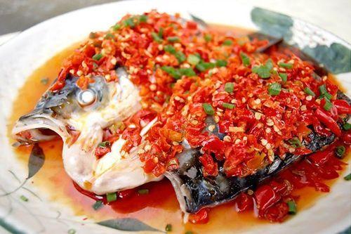 湖南剁椒鱼头_> 美食/营养  剁椒鱼头是湖南湘潭的一道名菜,也是湖南人平常生活中的