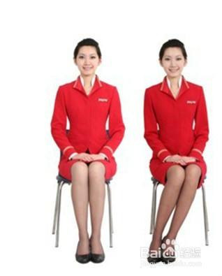 像空姐的坐姿就很标准,标准的美丽坐姿与椅子的形状是要一样的,两条腿
